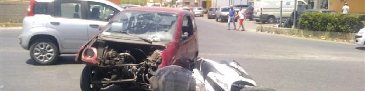 Salerno: violento scontro tra auto e scooter