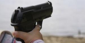 bimbo-pistola-700x352
