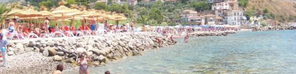 Sequestrati ombrelloni e lettini abusivi sulle spiagge di Montecorice e Castellabate