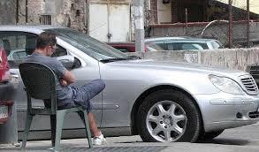 parcheggiatore abusivo radiobussola