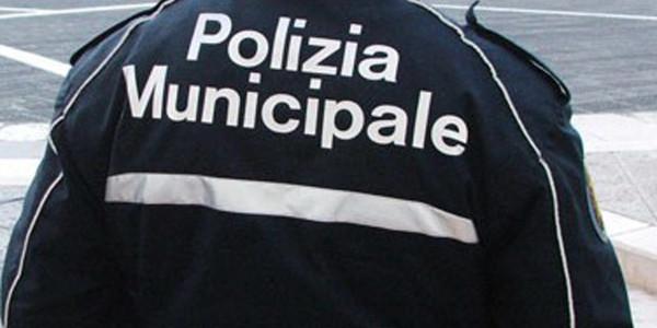Pontecagnano: colte in flagrante al mercato del Centola, due borseggiatrici bloccate dalla Municipale