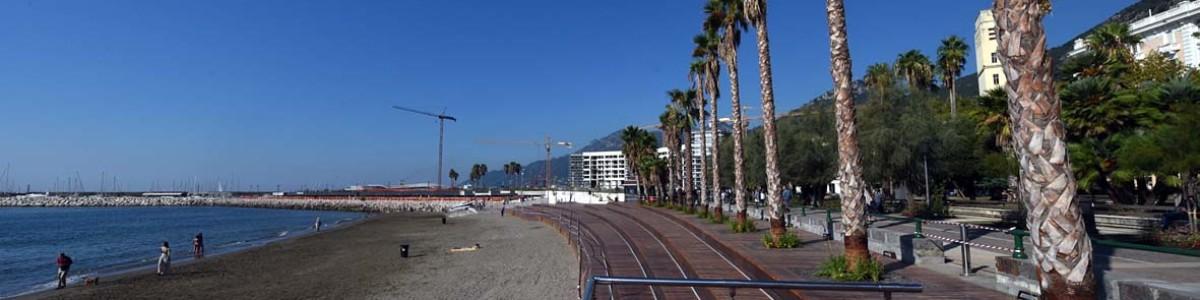 Spiagge salernitane: al via l'operazione di pulizia quotidiana
