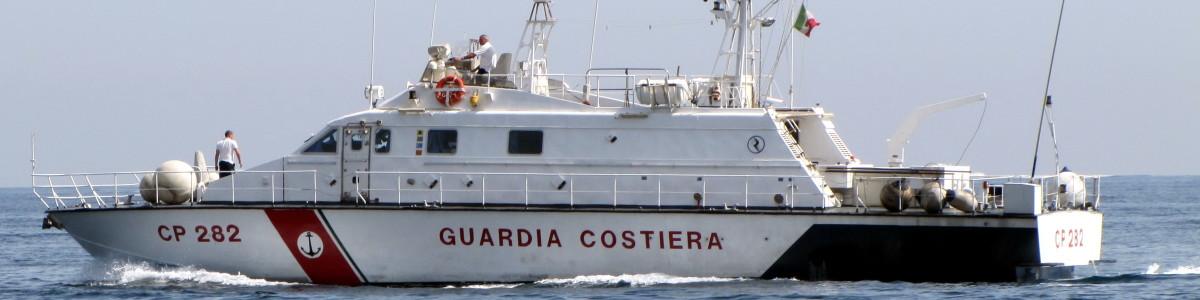 Imbarcazione incagliata a Praiano, 14 persone messe in salvo dalla Guardia Costiera