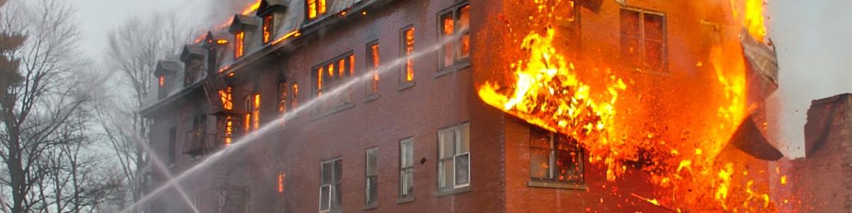 Nocera Inferiore: vasto incendio in via Loria