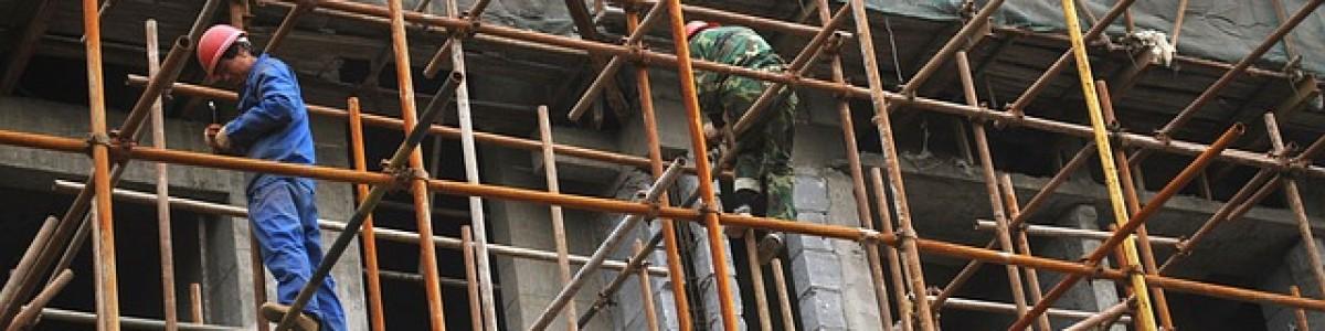 Nocera Inferiore, operaio cade dal tetto