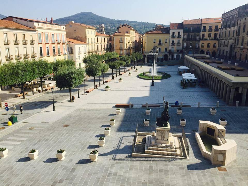 Vallo della lucania pignorata statua dell 39 abbraccio - Agenzie immobiliari vallo della lucania ...