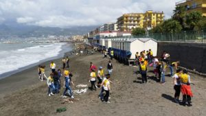 spiaggia legambiente rifiuti