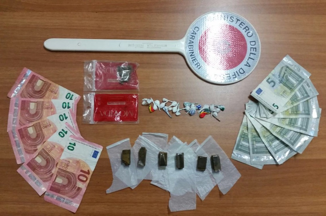 droga e soldi carabinieri