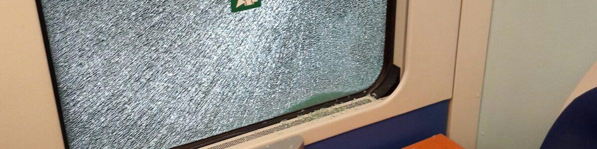 «Ho l'Aids», siringa in pugno rapina i passeggeri del treno. Panico sul regionale Napoli – Sapri